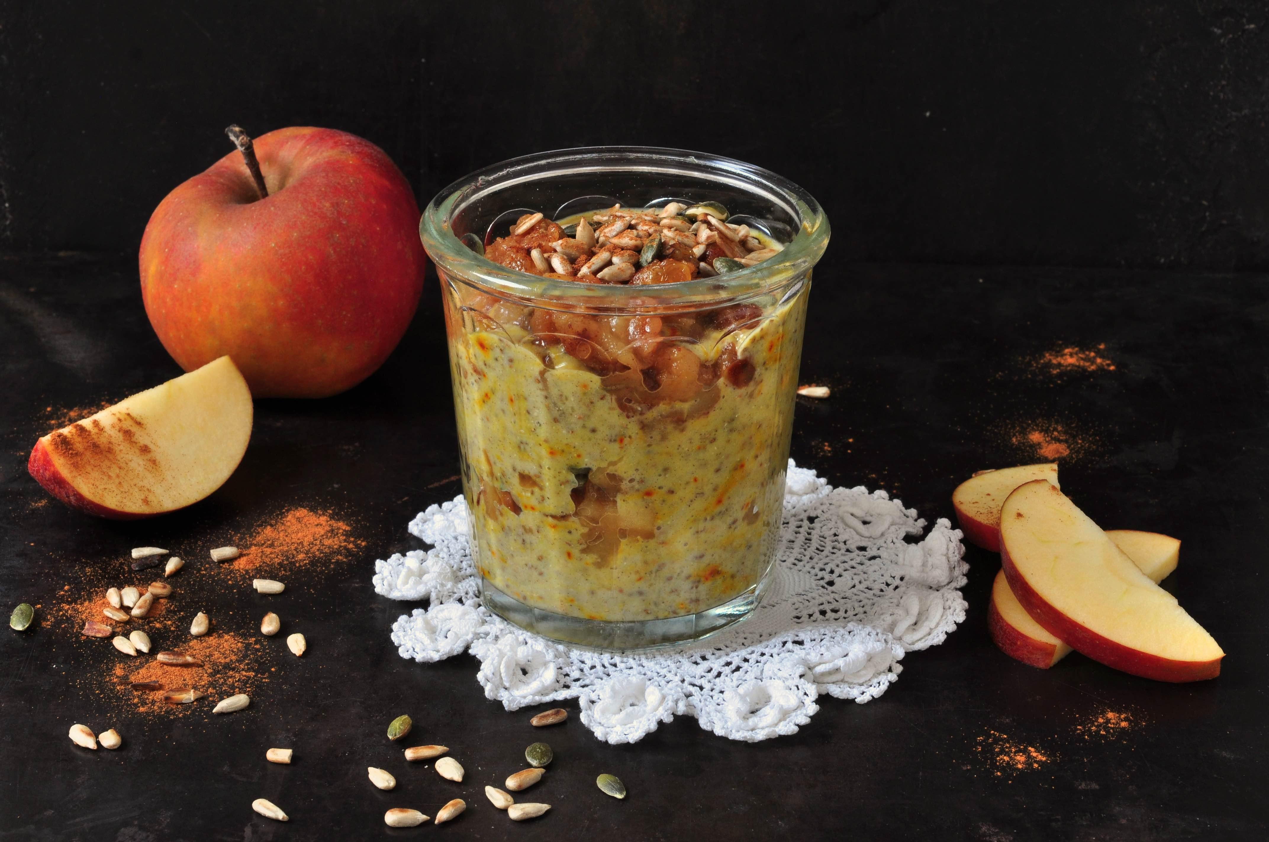 Chiapudding_med_saffran_och_kanelstekta_äpplen